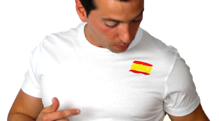camiseta con bandera de España pequeña