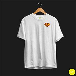 Camiseta con corazón de España entrelazado