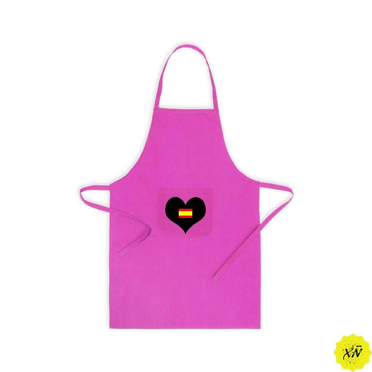 delantal de cocina rosa con corazón y bandera