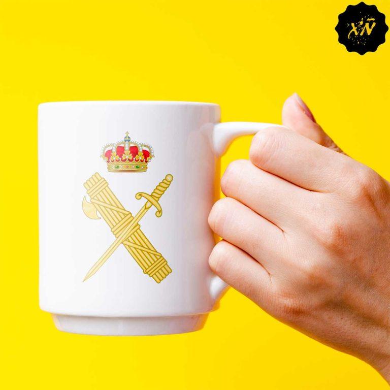 taza de ceramica con escudo de la Guardia Civil