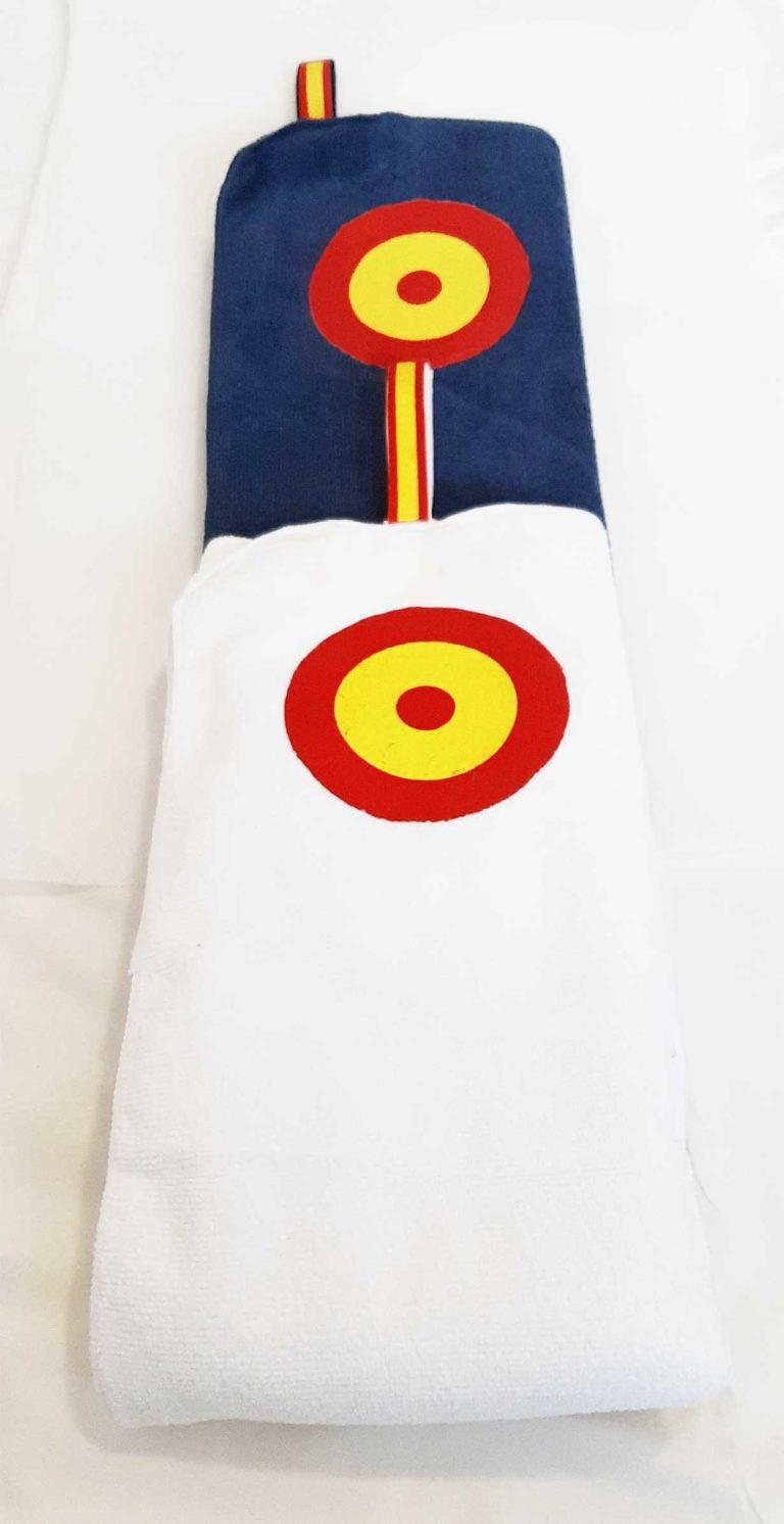 toalla con la bandera de España y diana