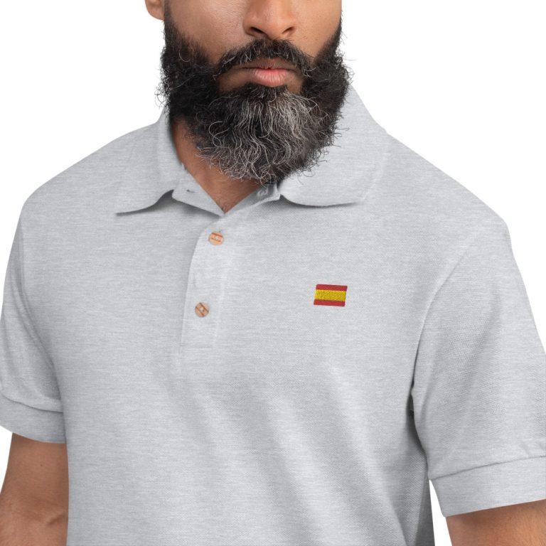 Polo bordado con la bandera de España